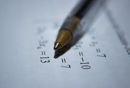 Legasthenie bei Erwachsenen in Bezug auf Zahlen und Codes