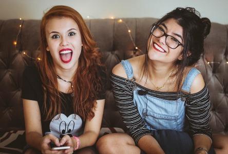 Akne und Mädchen im Teenageralter
